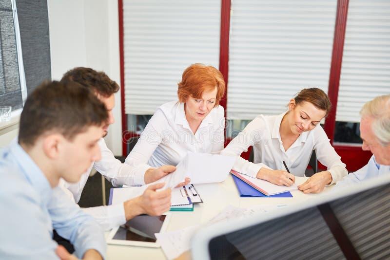 Squadra di affari in una riunione fotografie stock