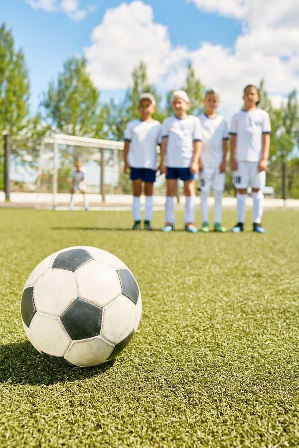 Squadra di football americano dei ragazzi immagini stock libere da diritti