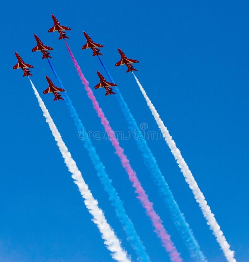 Squadra rossa della visualizzazione delle frecce immagine stock
