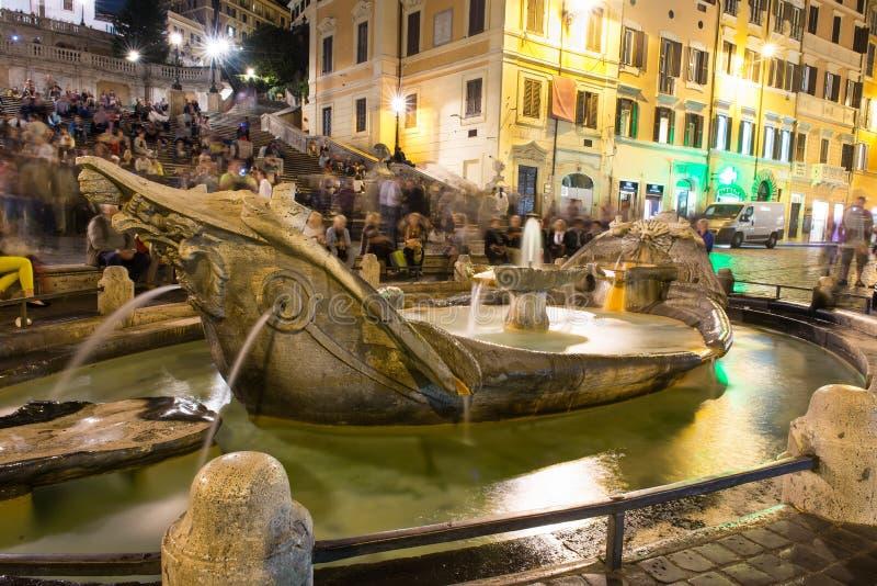 Square Piazza di Spagna, della Barcaccia de Fontana de la fuente en Roma imágenes de archivo libres de regalías