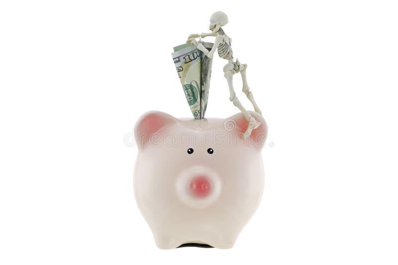 Squelette s'élevant sur la tirelire rose avec l'argent américain du dollar image libre de droits