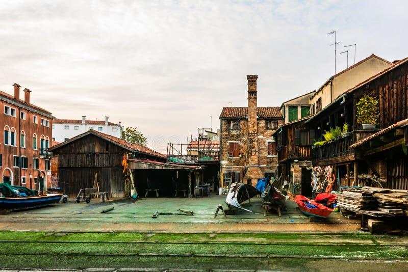 Squero di长平底船的圣Trovaso,老和历史的造船厂在威尼斯,意大利,欧洲 库存图片