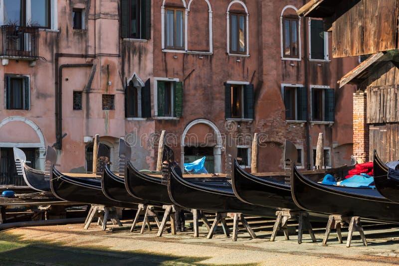 Squero di San Trovaso - seminarium för framställning av gondoler i Venedig royaltyfri foto