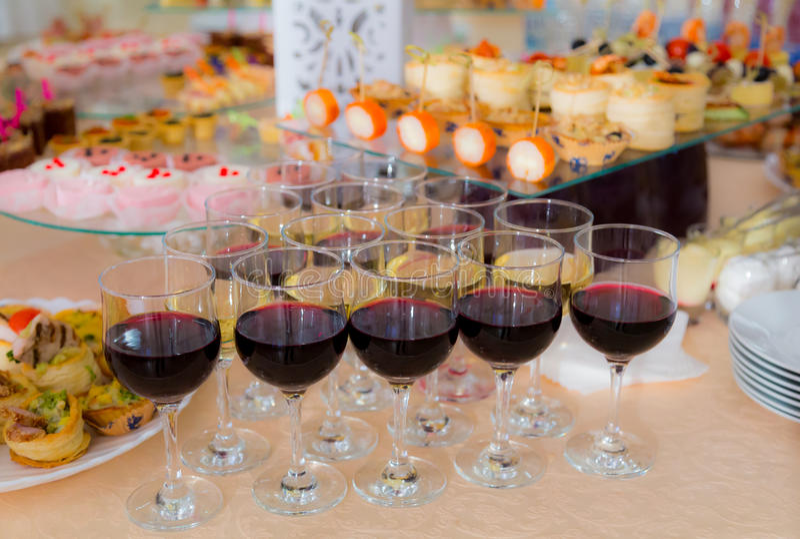 Squisitezze e spuntini nel buffet Frutti di mare Una ricezione di galà banquet fotografie stock libere da diritti