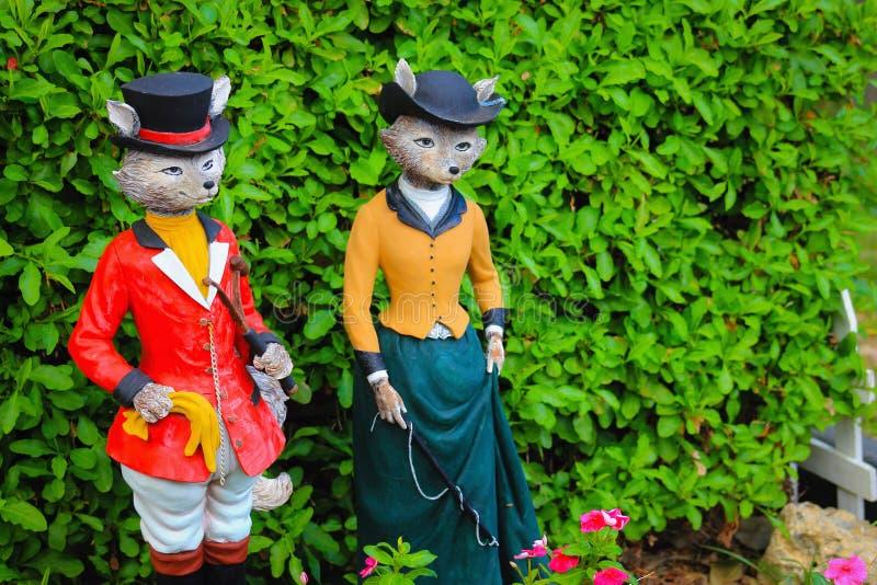 Sr. e Sra. Fox Garden Ornaments imagens de stock
