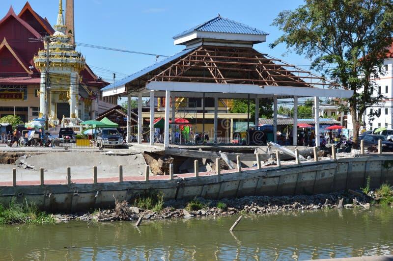 Srabau从干燥运河的寺庙崩溃码头  免版税库存照片