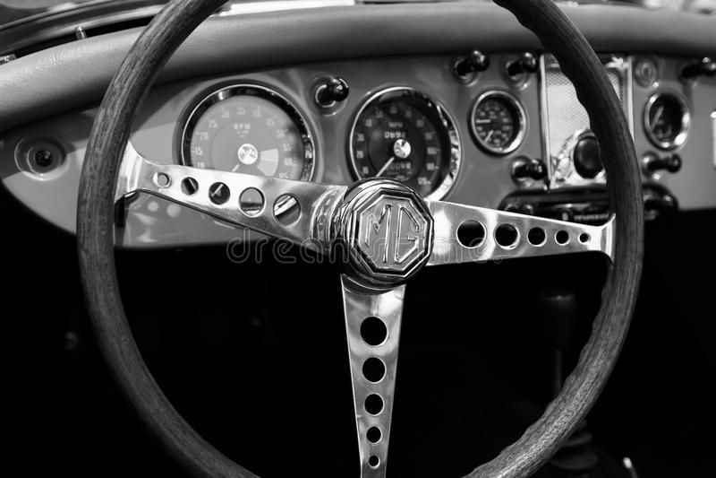 SRAEL, PETAH TIQWA - 2016年5月14日:技术古董的陈列 MG轮子关闭视图在Petah Tiqwa,以色列 库存照片