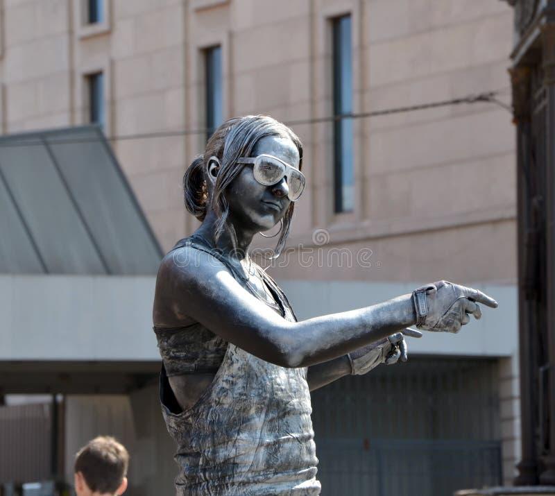Srebna dziewczyna żywa rzeźba obraz royalty free