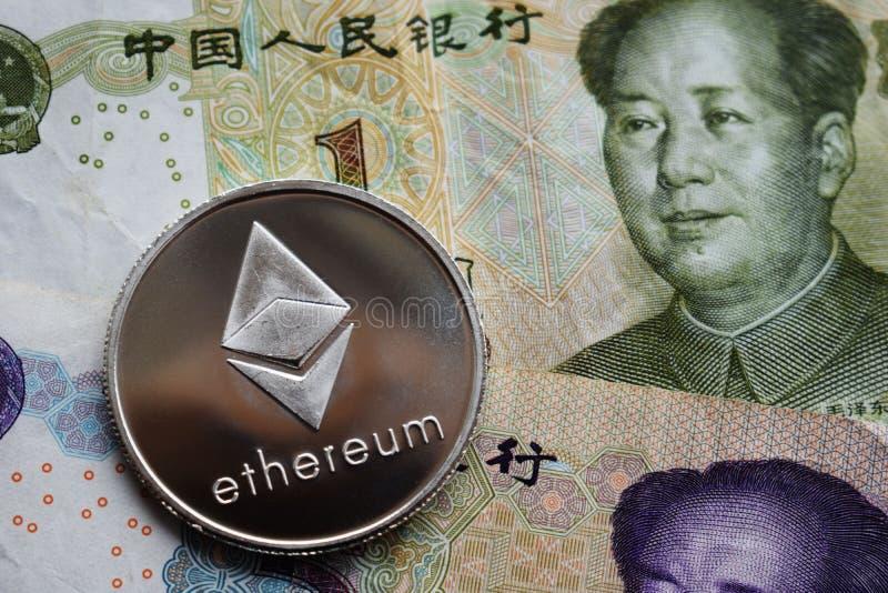 Srebna Ethereum moneta na chi?czyka Juan banknocie zdjęcie royalty free