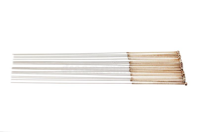 Srebna igielna akupunktura na odosobnionym białym tle Zakończenie fotografia royalty free