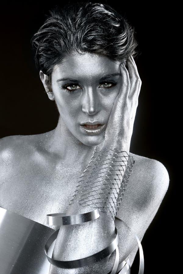 Srebna metal odzież na ciało Malującym modelu fotografia royalty free