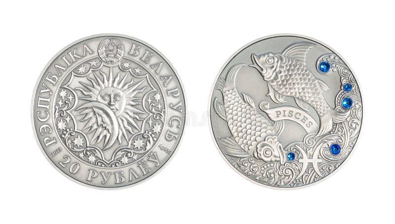 Srebna moneta Astrologiczni szyldowi Pisces obraz royalty free