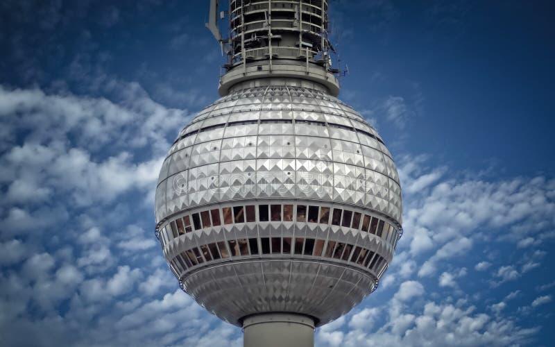 Srebna piłka tv wierza w Berlin obraz stock