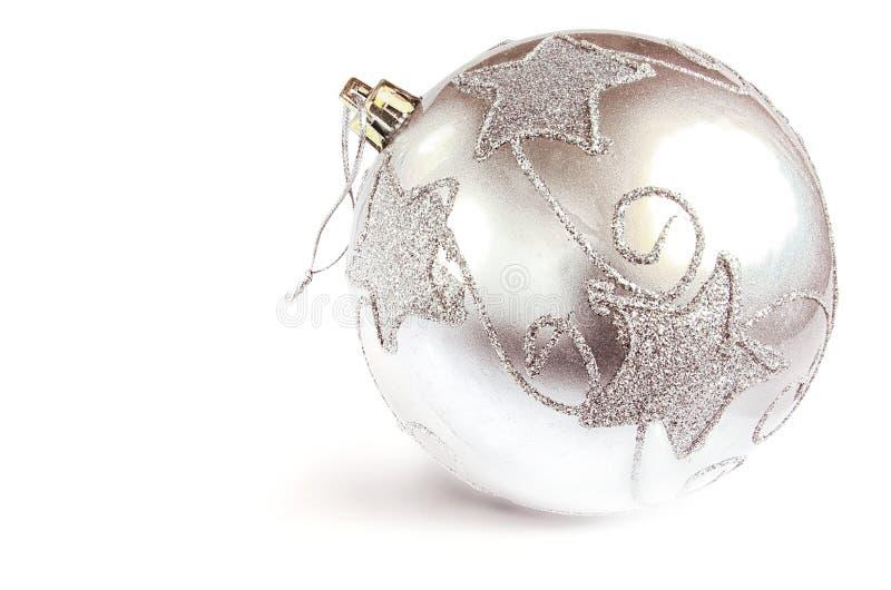 Srebna sfera - choinki dekoracja na białym tle obrazy stock