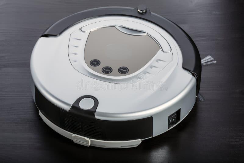 Srebnego robota próżniowy cleaner zdjęcia royalty free