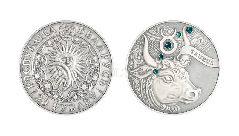 Srebnej monety Astrologiczny szyldowy Taurus obraz royalty free