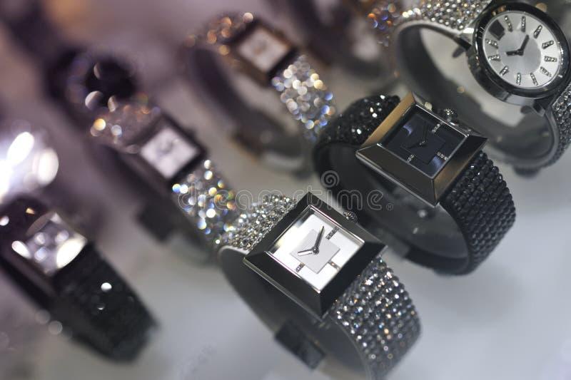 Download Srebni i złociści zegarki obraz stock. Obraz złożonej z akcesorium - 28968345