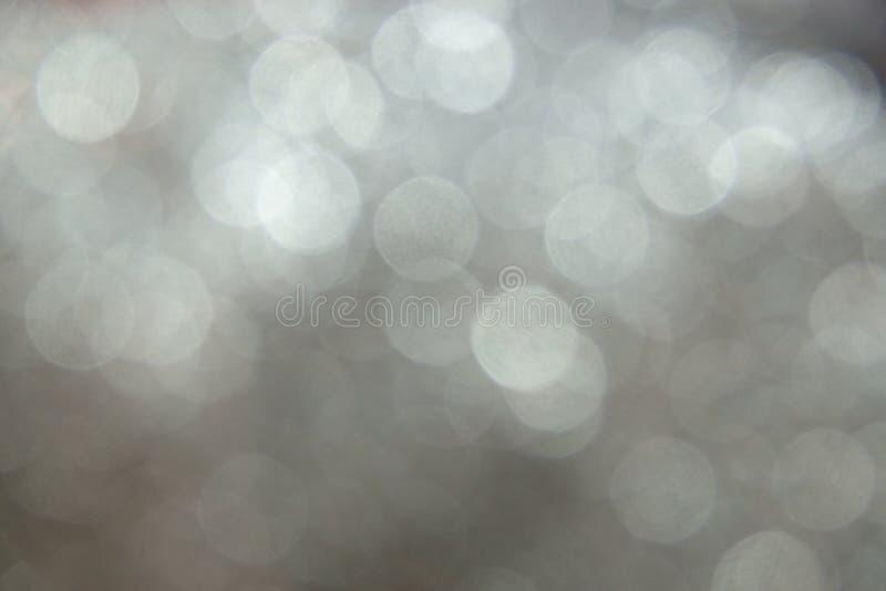 Srebny błyskotliwy bożonarodzeniowe światła bokeh zamazujący abstrakcyjne tło zdjęcie royalty free