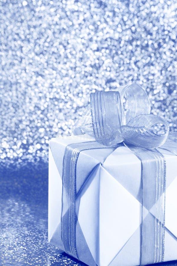 Srebny Błękitny prezenta pudełko - Akcyjna fotografia obrazy stock