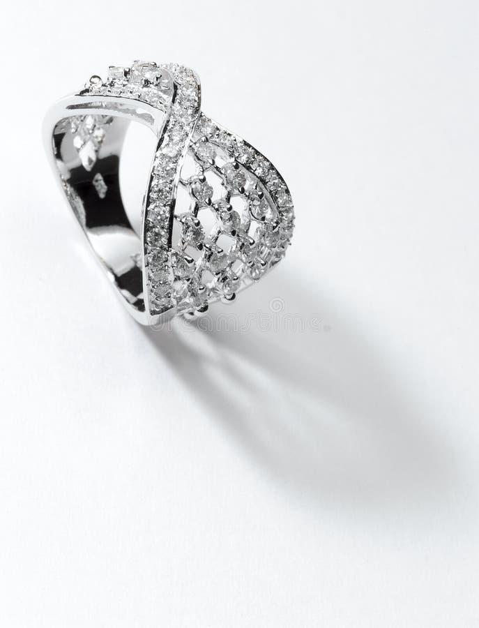 Srebny diamentowy pierścionek obrazy royalty free