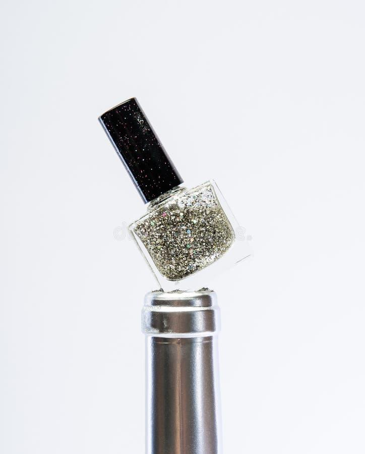 Srebny metal Srebny gwo?dzia po?ysk pi?kno nailfile paznokcie poleruje zwolnienia metalizujący antykwarski wystrój Manicure sztuk fotografia stock