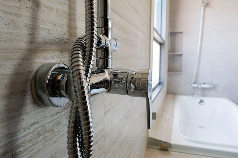 Srebny prysznic klepnięcie obraz stock