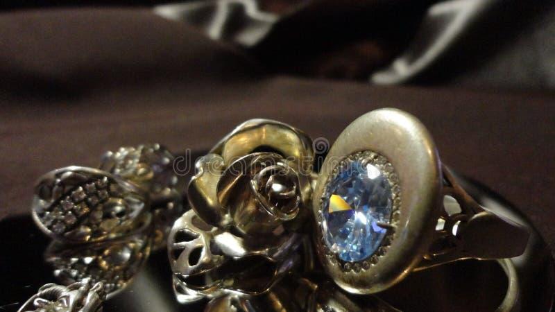 Srebny ringowy dekoracji panny młodej przyjęcie weselne zdjęcie stock