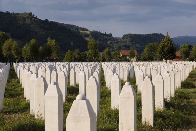 Srebrenica Bosnien och Hercegovina, Juli 16 2017: Potocari, Srebrenica minnesmärke och kyrkogård arkivbilder
