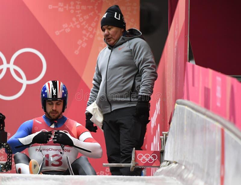 Srebrny medalista Chris Mazdzer Stany Zjednoczone współzawodniczy w Saneczkarskich mężczyzna ` s Przerzedże przy Olimpijskim Śliz zdjęcie royalty free