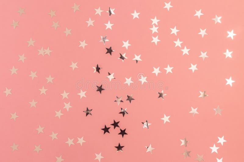Srebro gwiazd błyskotliwość na miękkich części menchii tle Dekoracyjny bożych narodzeń i nowego roku partyjny tło ?wi?teczny szab obraz royalty free