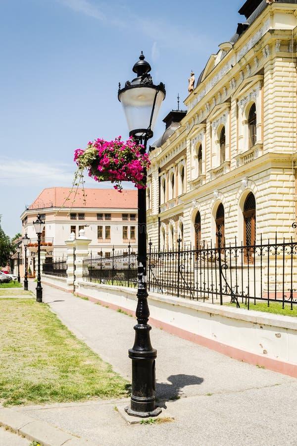 Sremski Karlovci, Serbia - 12 giugno 2019: High School d'ufficio in Sremski Karlovci Serbia fotografia stock