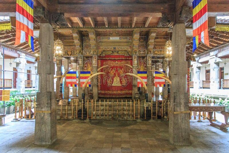 Sri Dalada Maligawa o el templo de la reliquia sagrada del diente - Kandy, Sri Lanka imagen de archivo libre de regalías