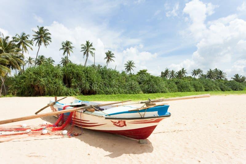 Sri Lanka - Ahungalla - una escena idílica con un golpe de la pesca foto de archivo