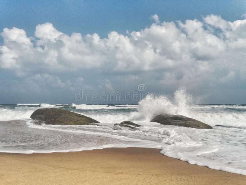 Sri Lanka dziki ocean indyjski w Arugam zatoce zdjęcie stock