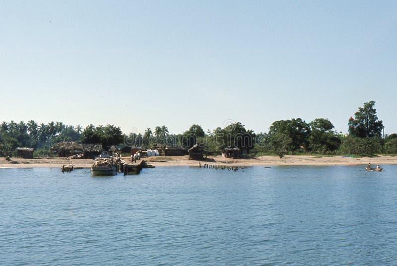 1977 Sri Lanka Embarcadero de Mutur, en la bahía de Koddiyar imagen de archivo