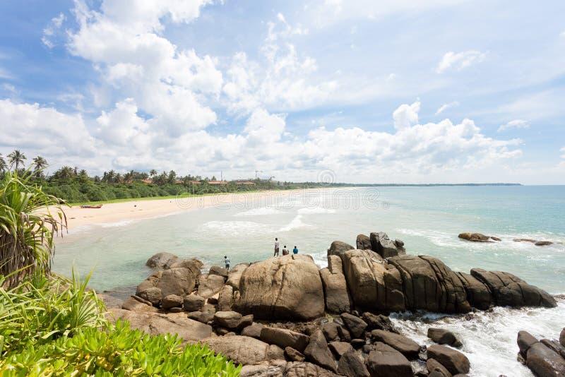 Sri Lanka - het Wilde en indrukwekkende strandlandschap van Ahungalla - royalty-vrije stock afbeelding