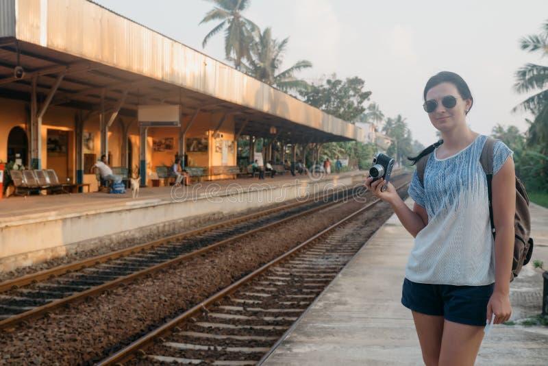 Sri Lanka Hikkaduwa Een meisje met een camera royalty-vrije stock foto