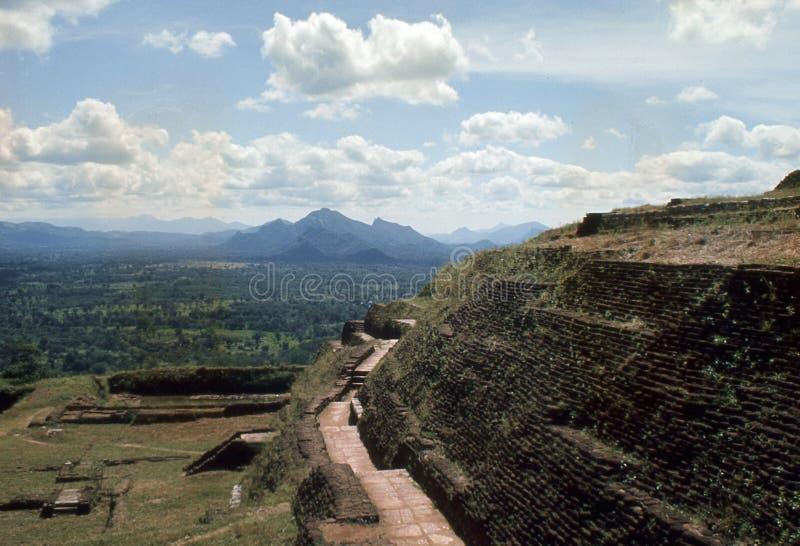1977 Sri Lanka Ruínas da fortaleza de Sigiriya imagens de stock