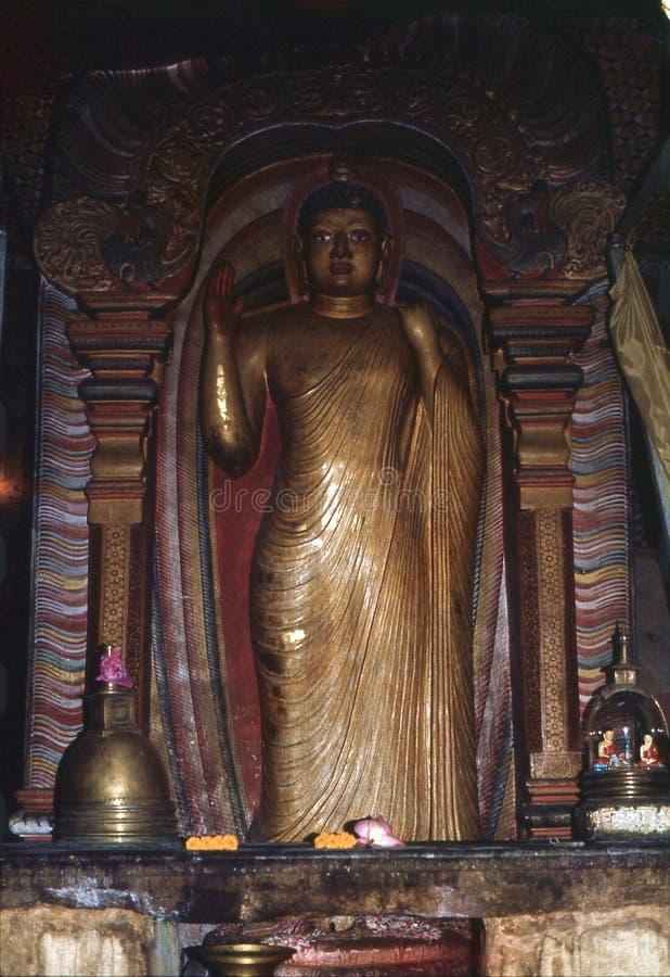 1977 Sri Lanka Standig Buda que muestra la muestra del mudra de Abhaya imágenes de archivo libres de regalías