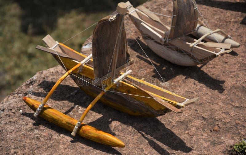 Srilankesiskt handcrafted leksakfartyg på skärm utomhus arkivfoton