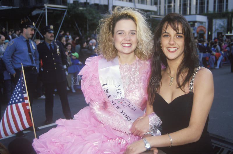 Srta. Italia y Srta. anterior Italia, Columbus Day Parade, New York City, Nueva York foto de archivo