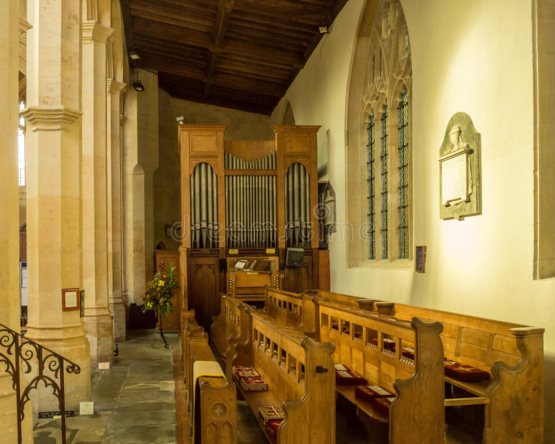SS Peter och organ Northleach England för Paul församlingkyrka royaltyfri bild