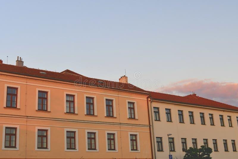 Städtische Architektur während der goldenen Stunde Sonnenuntergangstunden lizenzfreies stockfoto