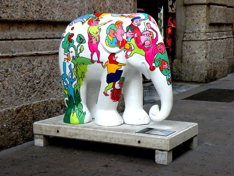 Städtische Landschaft Künstlerischer Elefant in der Mitte von Mailand (Mailand) lizenzfreies stockbild