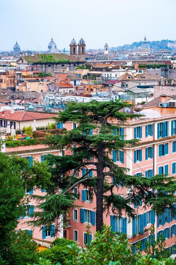 Städtische Skylineansicht Rom-Stadtbilds von oben mit vielen Geschichte, Künsten, Architektur und Anziehungskräften lizenzfreie stockfotos
