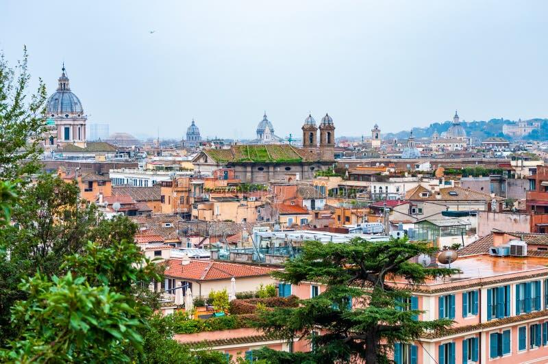 Städtische Skylineansicht Rom-Stadtbilds von oben mit vielen Geschichte, Künsten, Architektur und Anziehungskräften lizenzfreie stockbilder