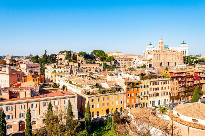 Städtische Skylineansicht Rom-Stadtbilds von oben mit vielen Geschichte, Künsten, Architektur und Anziehungskräften stockfotos