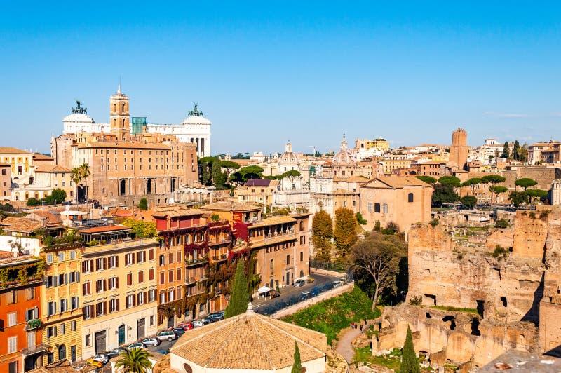 Städtische Skylineansicht Rom-Stadtbilds von oben mit vielen Geschichte, Künsten, Architektur und Anziehungskräften stockbilder