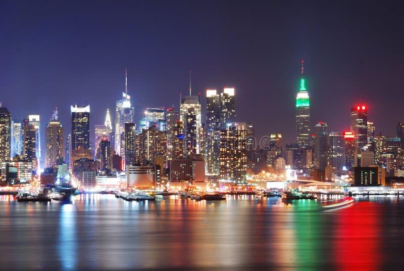 Städtische Stadtnachtszene lizenzfreie stockbilder