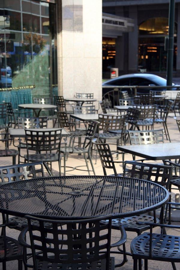 Städtische Tabellen stockfoto